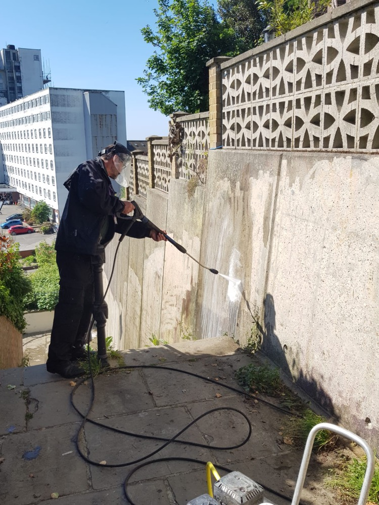 Folkestone and Hythe Council with BRA support helps remove taggers' graffiti